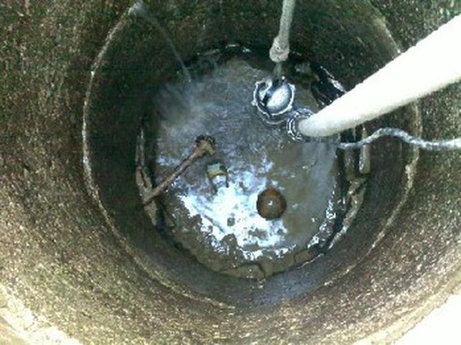 Pozeráš obrázky z galérie: Čerpanie znečistenej studne - 3/2009