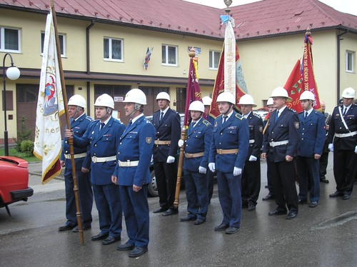 Pozeráš obrázky z galérie: Vysviacka zástavy DHZ, Korňa, apríl 2008